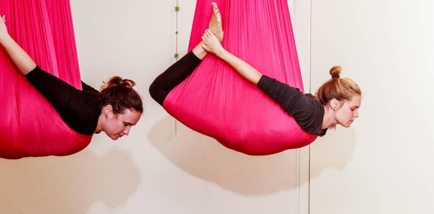 Kom på lärarutbildning i aerial yoga